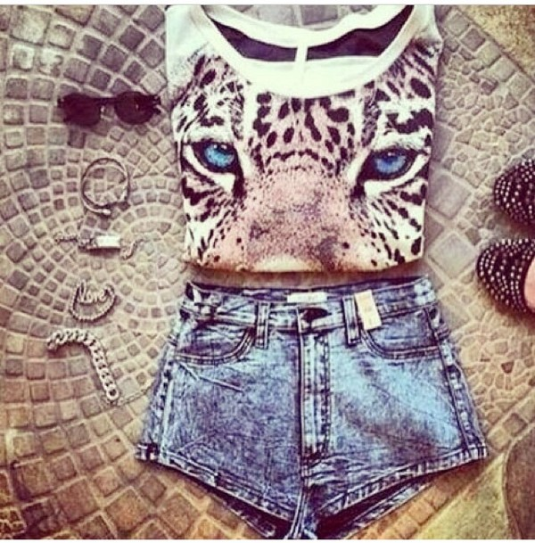 t-shirt shorts jewels sunglasses