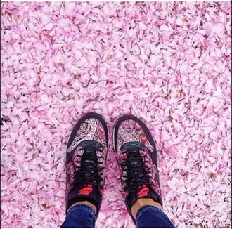 shoes givenchy pattern nike sneakers flowers floral floral shoes pink jeans classy ethnic pattern tribal pattern nike free run aztec patterns tribal design nike running shoes nike shoes sports shoes chanel sneakers