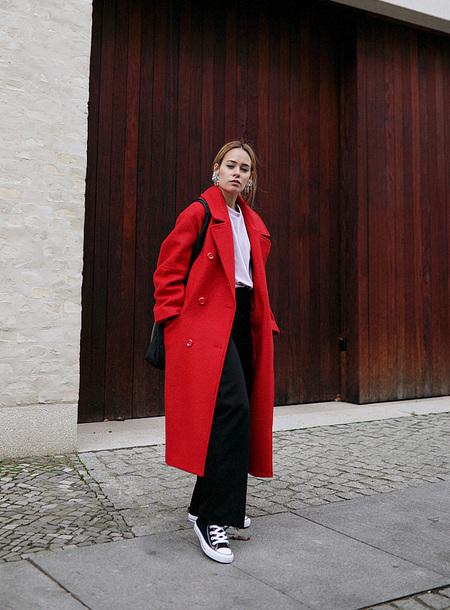 coat tumblr red coat long coat oversized oversized coat pants black pants wide-leg pants sneakers black converse converse