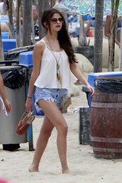 shoes,top,celebrity,sandals,shorts,selena gomez,jeans,jewels,shirt