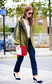 shoes,red pouch,kitten heels,tumblr,blue shoes,mid heel pumps,denim,jeans,blue jeans,cropped bootcut jeans,cropped bootcut blue jeans,top,white top,streetstyle,jacket,army green jacket,oversized jacket,pouch,sunglasses,fall outfits