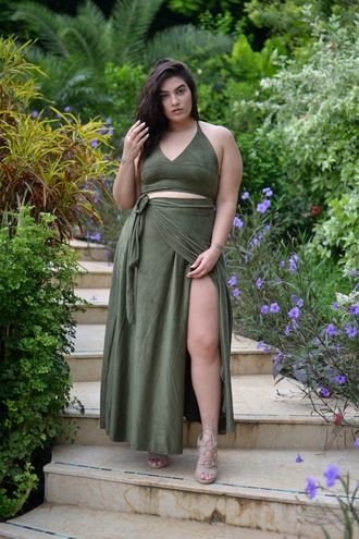 nadia aboulhosn curvy blogger top skirt shoes plus size dress