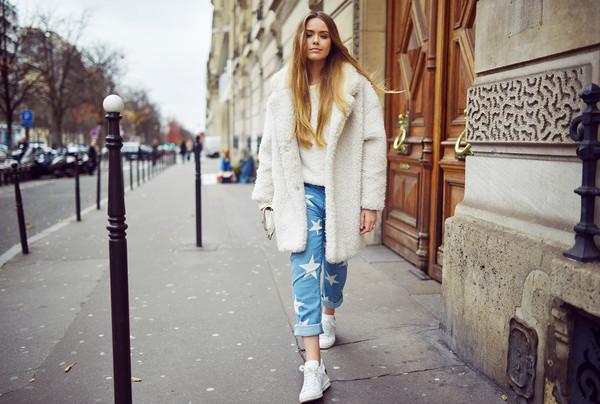 kayture blogger jeans fuzzy coat stars white sneakers white fluffy coat cuffed jeans light blue jeans sneakers oversized sweater white sweater teddy bear coat white oversized coat