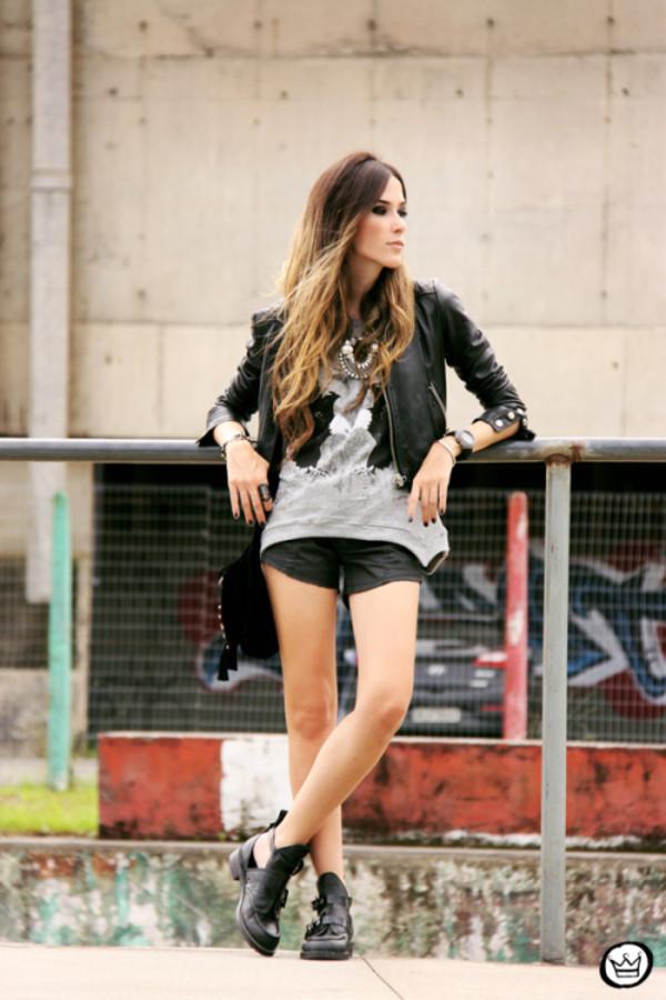 fashion coolture t-shirt shorts jacket jewels bag shoes