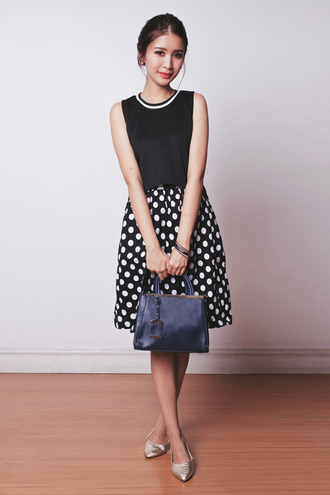 tricia gosingtian blogger top bag polka dots black and white office outfits
