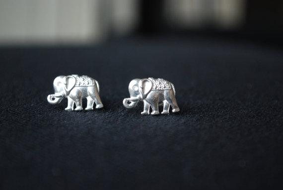 Goujons d'argent ElephantElephant boucles d'oreilles par Ear2There
