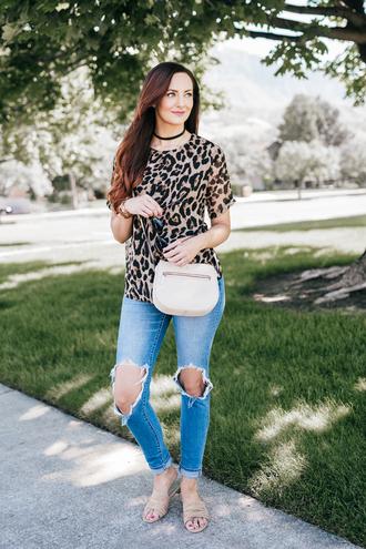 t-shirt leopard print t-shirt distressed denim skinny jeans sandals blogger blogger style leopard print crossbody bag choker necklace