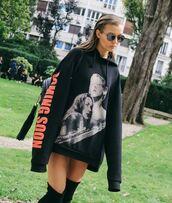 sweater,hoodie,josephine skriver,model off-duty,paris fashion week 2016,streetstyle,oversized,vetements