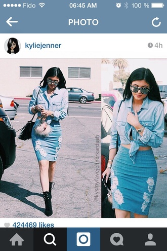 skirt kylie jenner jean skirt ripped fashion kylie jenner denim shirt denim skirt trendy denim pencil skirt kardashians blouse shoes black kylie jenner jean skirt