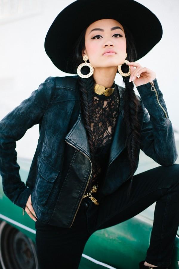 b. jones style hat shirt jacket jeans shoes jewels belt blouse