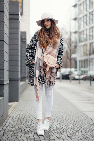 simple et chic blogger hat scarf houndstooth shoulder bag white jeans