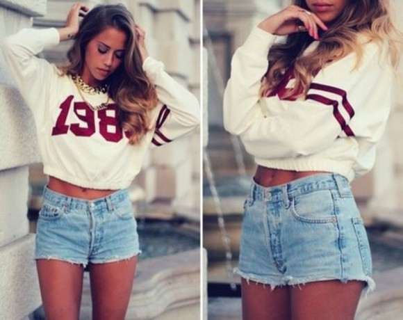 chain chunk chain High waisted shorts cropped sweater