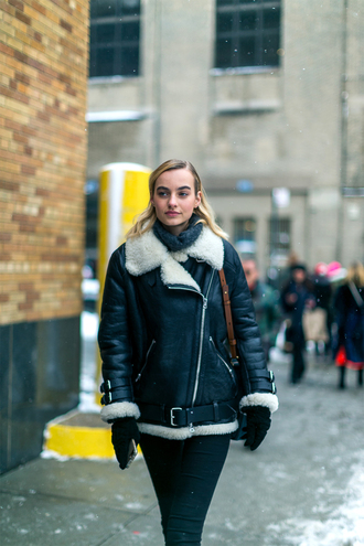 jacket nyfw 2017 fashion week 2017 fashion week streetstyle black shearling jacket shearling jacket black jacket leather jacket black leather jacket denim jeans black jeans gloves scarf