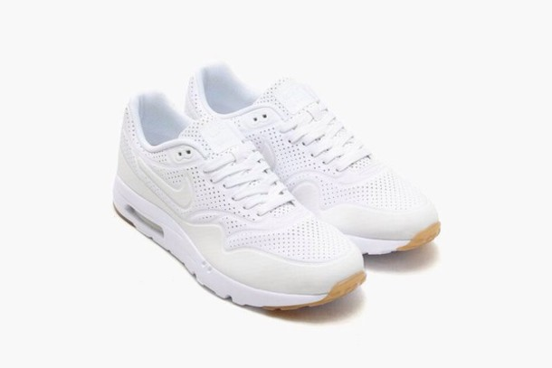 shoes white sneakers nike sneakers white sneakersaddict sneakers nike running shoes nike shoes nike air nike free run tumblr outfit fashion