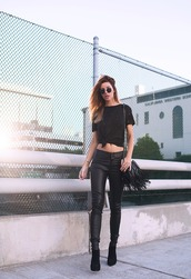 blogger,sunglasses,fringed bag,leather pants,black t-shirt,top,bag,pants,shoes,black leather pants