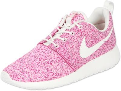 Nike Rosherun W shoes beige pink