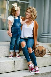 something delightful,blogger,shoes,cardigan,t-shirt,belt,jeans,bag,jewels,dress,mother and child,sneakers,round bag