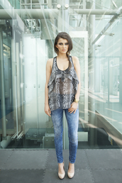 top,grey,snake print,sheer,jeans,model,celebrity,celebrity style,style,casual,cool,chic,frill