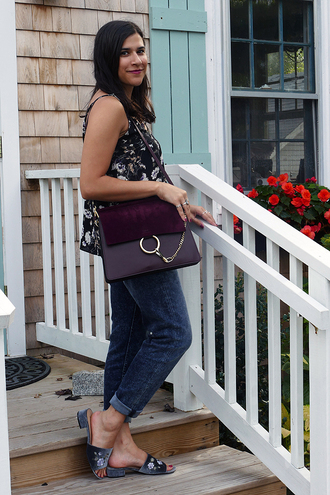 closetfashionista blogger tank top jeans jewels sunglasses bag sandals shoulder bag fall outfits