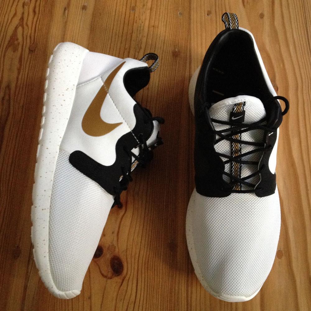 wholesale dealer 8669b 8939d Nike Rosherun HYP PRM QS US 12 UK 11 46 Gold Trophy Pack Roshe Run 669689  100