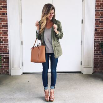 blogger sweater jacket jeans shoes bag jewels top t-shirt grey top green jacket skinny jeans brown sandals