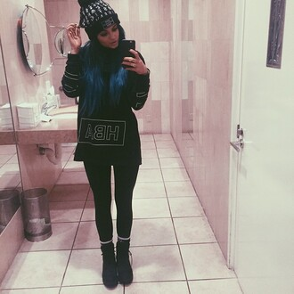 sweater beanie kylie jenner hat blac top black crewneck shirt black boots black beanie black leggings