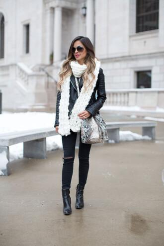 maria vizuete mia mia mine blogger sweater scarf jacket jeans shoes bag sunglasses