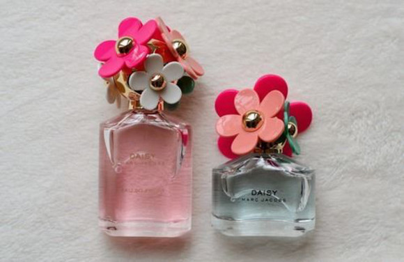 marc jacobs hair accessories fragrance bottle