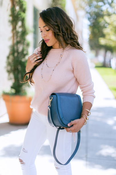 bag tumblr blue bag denim jeans white jeans ripped jeans sweater pink sweater  necklace gold necklace 932561614