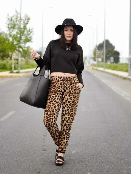 shoes hat t-shirt bag jewels si las calles hablasen pants