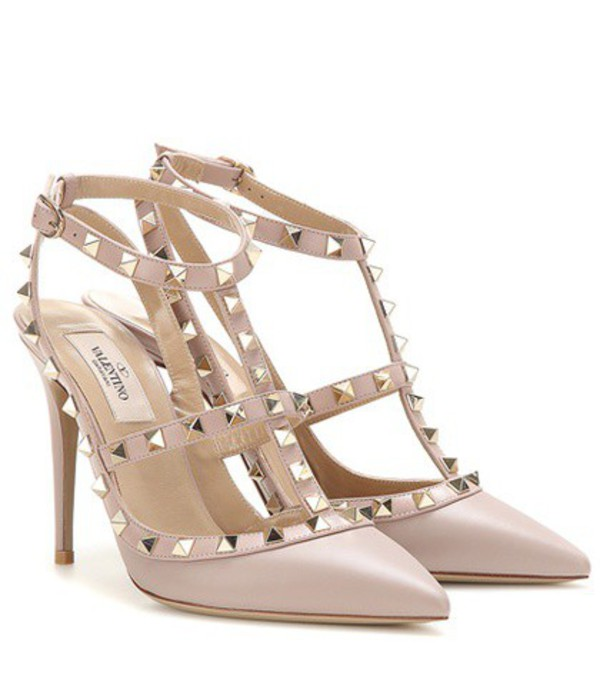 Valentino Rockstud Leather Pumps in pink