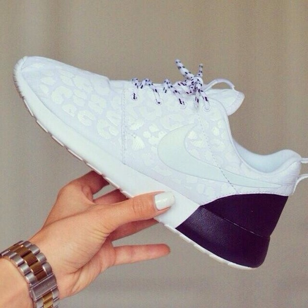 shoes white black tennis shoes running shoes running run nike nike shoes nike running nike run nike running shoes white show print nike roshe run purple nike roshe run nike shoes with leopard print leopard print fashion top leopard print nike free run roshe runs sneakers nike roshes women