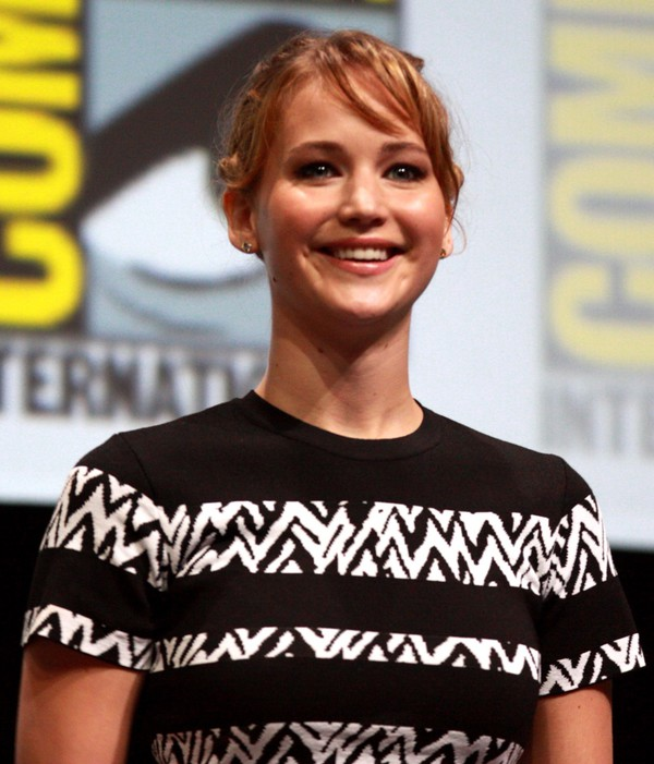 top jennifer lawrence black and white t-shirt
