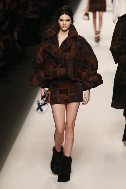 jacket fashion week 2015 kendall jenner boots skirt fendi
