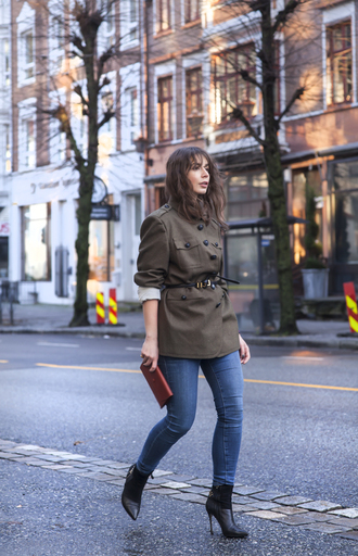 blogger portable package belt parka black boots khaki