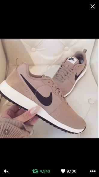 shoes nude sneakers nike nike shoes nike sneakers black trendy