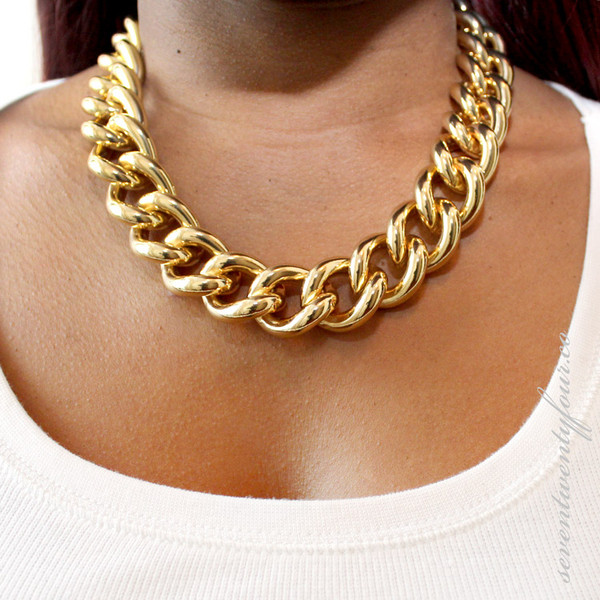 Choose to try out Chunky Necklaces. Bring on volume with statement jewelry from Macy's, like Collar Chunky Necklaces, Bib Chunky Necklaces, Frontal Chunky Necklaces and more.