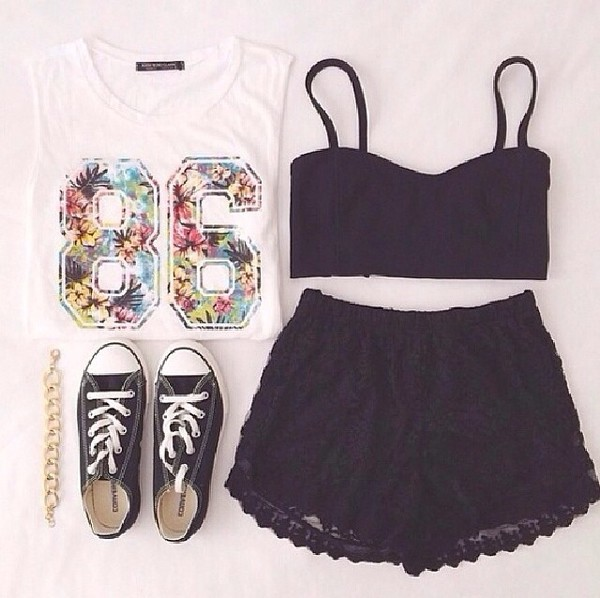 top t-shirt black lace shorts bralette black crop tops black shirt