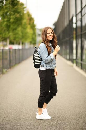 dress corilynn blogger t-shirt shoes jacket denim jacket backpack black pants white sneakers white top