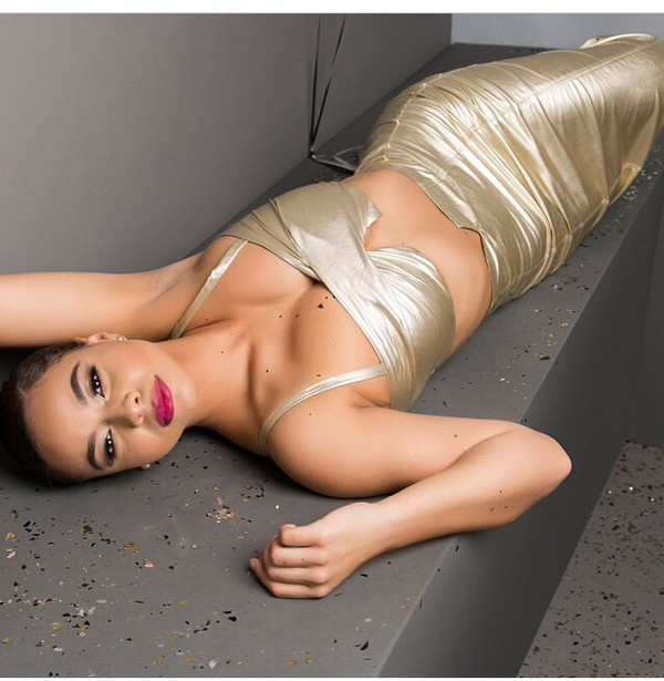 top crop tops gold style slit skirt skirt tank top red lipstick two-piece metallic metallic skirt