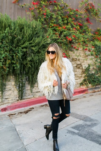 devon rachel blogger fluffy black jeans ripped t-shirt jacket jeans shoes bag sunglasses jewels