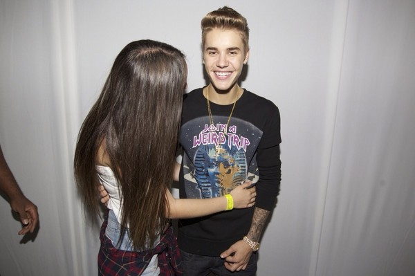 sweater justin bieber black sweatshirt oversized sweater smile justin bieber