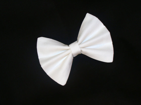 Hair Bow Vintage Inspired White Hair Bow with door Lorettajos