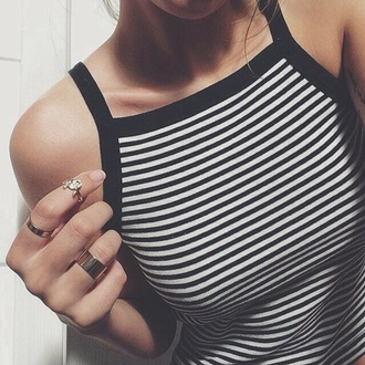 ring tank top shirt black white stripes blouse stripped bold border t-shirt flawless tshirt black and white stripped crop top top black and white crop top striped crop top black and white striped crop top crop tops halter neck straps summer festival monochrome jewels halter top black and white tumblr grunge