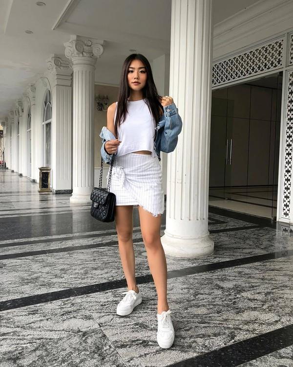 skirt mini skirt sneakers bag white top denim jacket