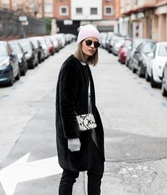 ms treinta blogger coat t-shirt jeans shoes bag hat winter outfits beanie crossbody bag faux fur coat