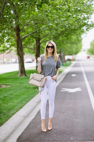 t-shirt ruffle sleeves white skinny jeans pumps bag blogger blogger style shoulder bag pants