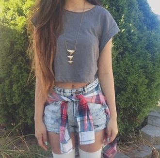 top crop tops t-shirt grey shorts high waisted shorts denim shorts denim high waisted denim short skirt squared shirt jewels necklace gold gold necklace gold jewelry