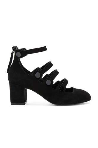 heel black shoes