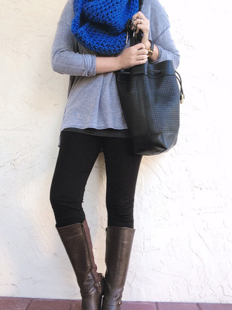 a pretty penny blogger blue grey sweater knitted scarf brown leather boots t-shirt sweater leggings shoes